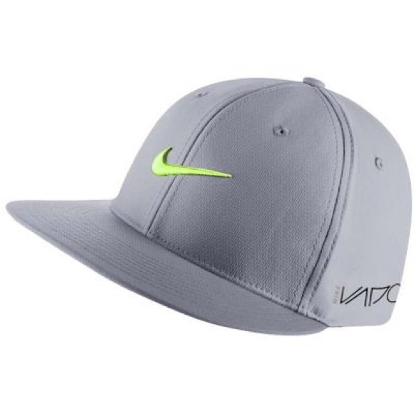 a49e906aa4 NIKE 2015 True Tour Flat Bill Golf Hat Grey Volt. M 5cd54a46c953d8c5cea8c91b